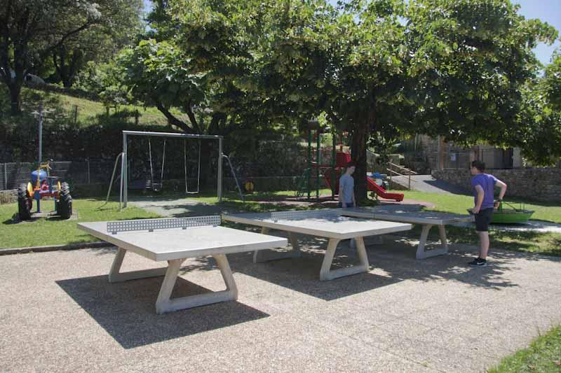 3 tables de ping-pong