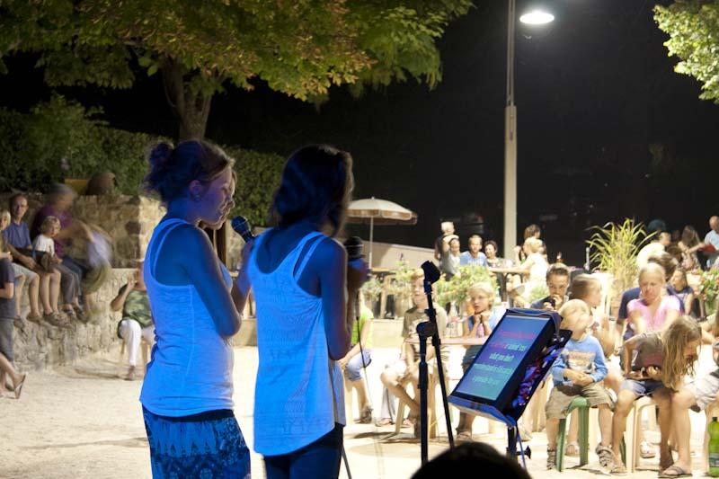 chanteuses de karaoke