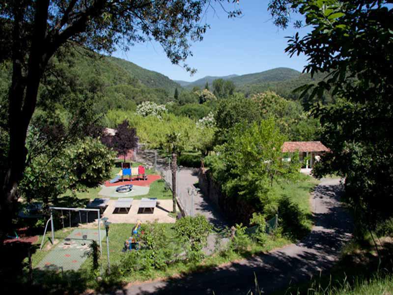 terrain-de-jeux-camping